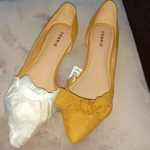 Mustard colored super cute flats